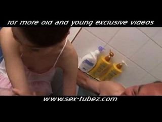 الأب اللعنة ابنة أفضل صديق، الاباحية الحرة 28: الشباب برون الشباب الاباحية www.sex tubez.com