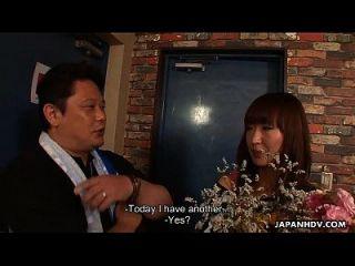 الآسيوية وقحة جيتس ل بكيك جلسة ل لها عيد ميلاد