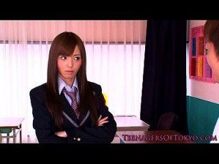 اليابانية تلميذة وجه رش