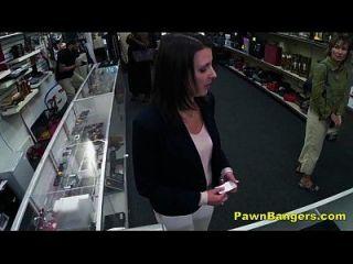 صفيق صاحب المحل الانفجارات الزبون العميل