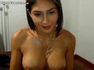 ما هو اسم هذه الفتاة؟
