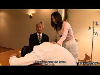 الآسيوية وقحة يوي الغش على رجلها في منزله