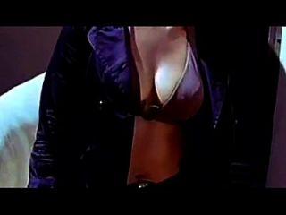 الكانادا ممثلة أنوشكا كبير الثدي منحنى