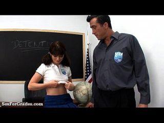 تلميذة يحصل الإبهام فوق لها ضيق بعقب!