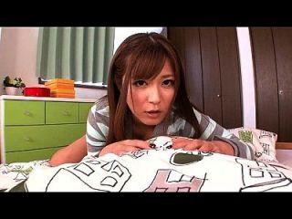 اليابانية فتاة تبول في لها سراويل