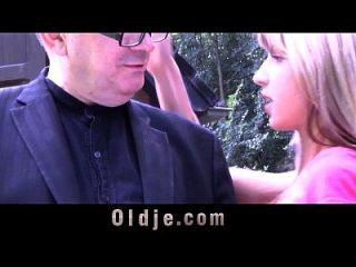 أولدمان مع ديك الإجمالي تخترق فتاة الفتاة الحمار