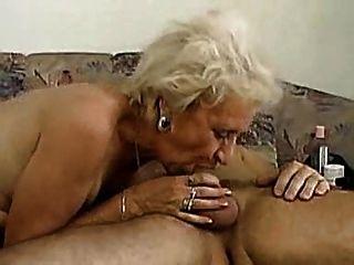 الجدة يمكن deepthroat