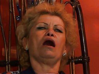 إيفي الجدة الحصول على assfucked من قبل ترويا تلفزيون مصلح يأخذ من الصعب الديك في الحمار على طول الطريق الثدي