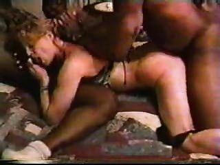 زوجة بيضاء شقراء مع الرجال السود محلية الصنع بين الأعراق الديوث