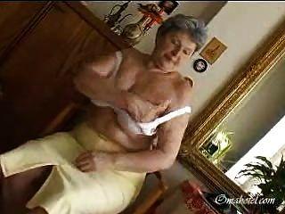 الجدات كبير الثدي
