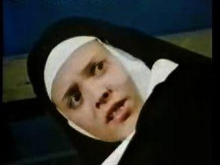 الكلاسيكية الألمانية الاباحية 8 راهبة الخيال