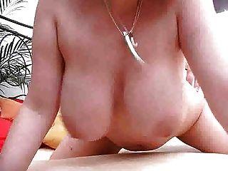 تستخدم كبير الثدي فتاة الثدي لها باعتبارها M27 كس