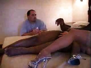 مشاهدة زوجته مع F70 الرجل الأسود