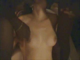 زوجة الديوث gangbanged أمام زوج جزء 2