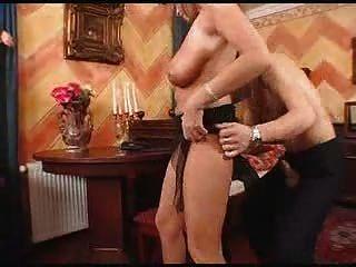 ناضجة مع كبير الثدي استغل من قبل خادم الصبي