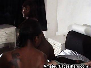 2 الفتيات السود facesit الجد