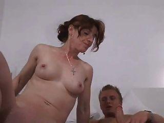 صبي الألمانية مع والدته