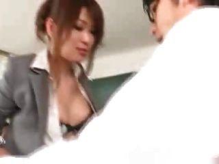 المعلم الياباني مارس الجنس من قبل طلابها والمعلمين 1