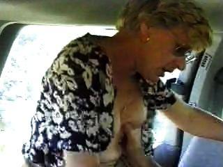 زوجة مارس الجنس في الزوج السيارة تصوير