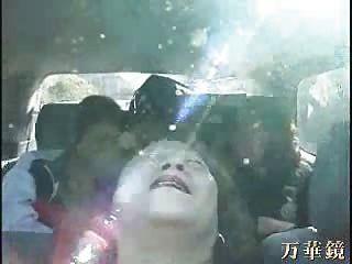 الجدة الآسيويين في حافلة