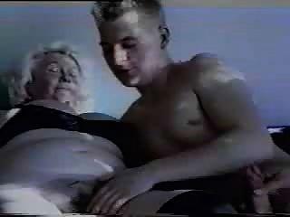 الجدة الألمانية تسالك ناضجة الجنس