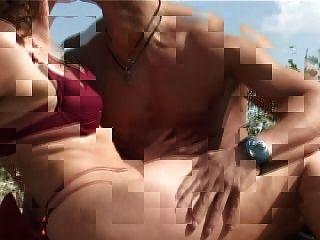 تنضج مع الثدي الصغيرة الحلمات كبيرة يحصل اللعنة على الشاطئ