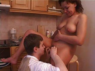 صبي الروسية يمارس الجنس مع والدته