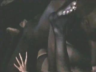 أوه لا الواقي الذكري كسر!زوجة البيضاء يأخذ حمولة الأسود والفزع