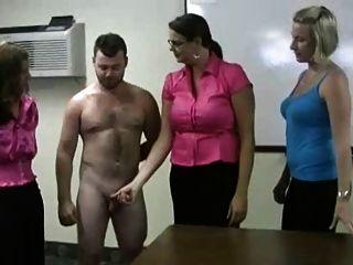 الفتيات متشنج صبي في مدرسة الذل كاري الإيمان
