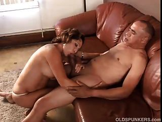 الجدة رائع يحب أن يمارس الجنس وتناول نائب الرئيس