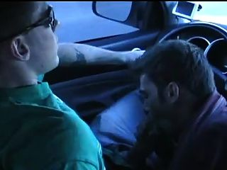 اللسان وشاعر الساخن في السيارة