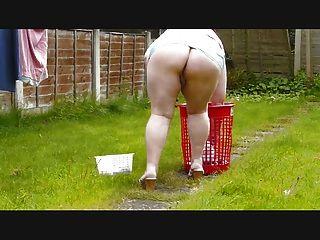 فجر معلقة غسل ترتدي تنورة قصيرة جدا
