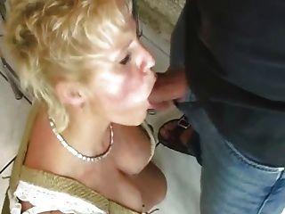 المرأة الناضجة سخيف مع غريب