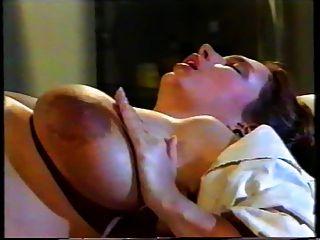 فاتنة الحوامل مع ممرضة قرنية والطبيب