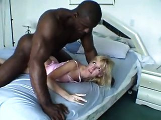 المتأنق السوداء العملاقة يمارس الجنس مع زوجته ... F70