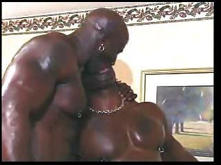 كبيرة الديوك مثلي الجنس سوداء على الصبي الأبيض