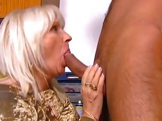 كيف يمارس الجنس عمة مسنة