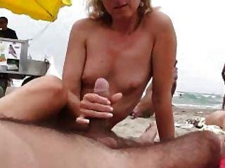 footjob naomi1 وHANDJOB على الشاطئ