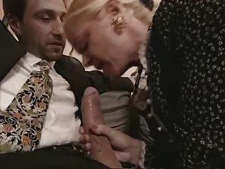 الجدة وجبهة مورو في جوارب اللعنة