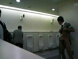 cmnm الرجل استمناء في المراحيض العامة!