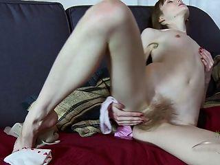 أصابع فاسيليسا بوسها شعر