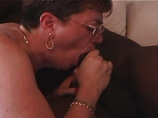 الجدة يحب الديك الأسود