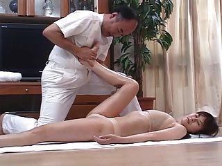 زوجات اليابانية أقرن تدليك ومارس الجنس ثم في المنزل 4 سم