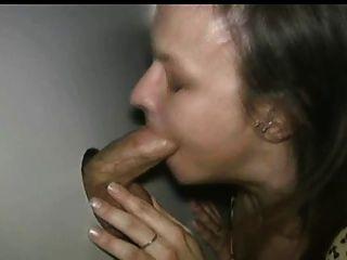 الديك الهواة جائع في gloryhole