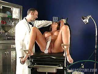 الطبيب ومساعده يعتني النشوة الجبهة الصورة