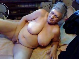 الجدة القديمة جدا لا يزال يحب أن غش