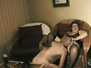 الجدة محلية الصنع تحصل على استعداد ليمارس الجنس مع الجد
