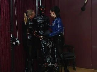 العبيد لاتكس dominatrix