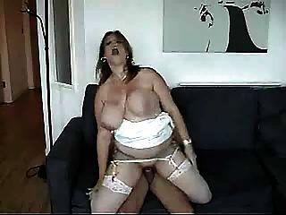 الثدي ضخمة تهز لأنها تحصل مارس الجنس