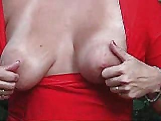 زوجة ناضجة الثدي لطيفة العامة